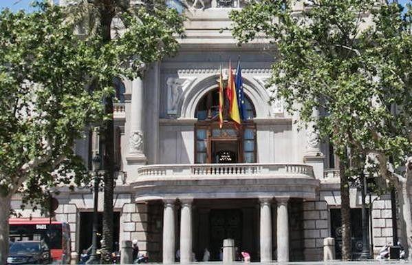 El Ayuntamiento de Valencia oferta 50 plazas de policía, 28 de bomberos y otras 272 de diferentes categorías. https://www.lasprovincias.es/valencia-ciudad/ayuntamiento-valencia-oposiciones-20181214154359-nt.html